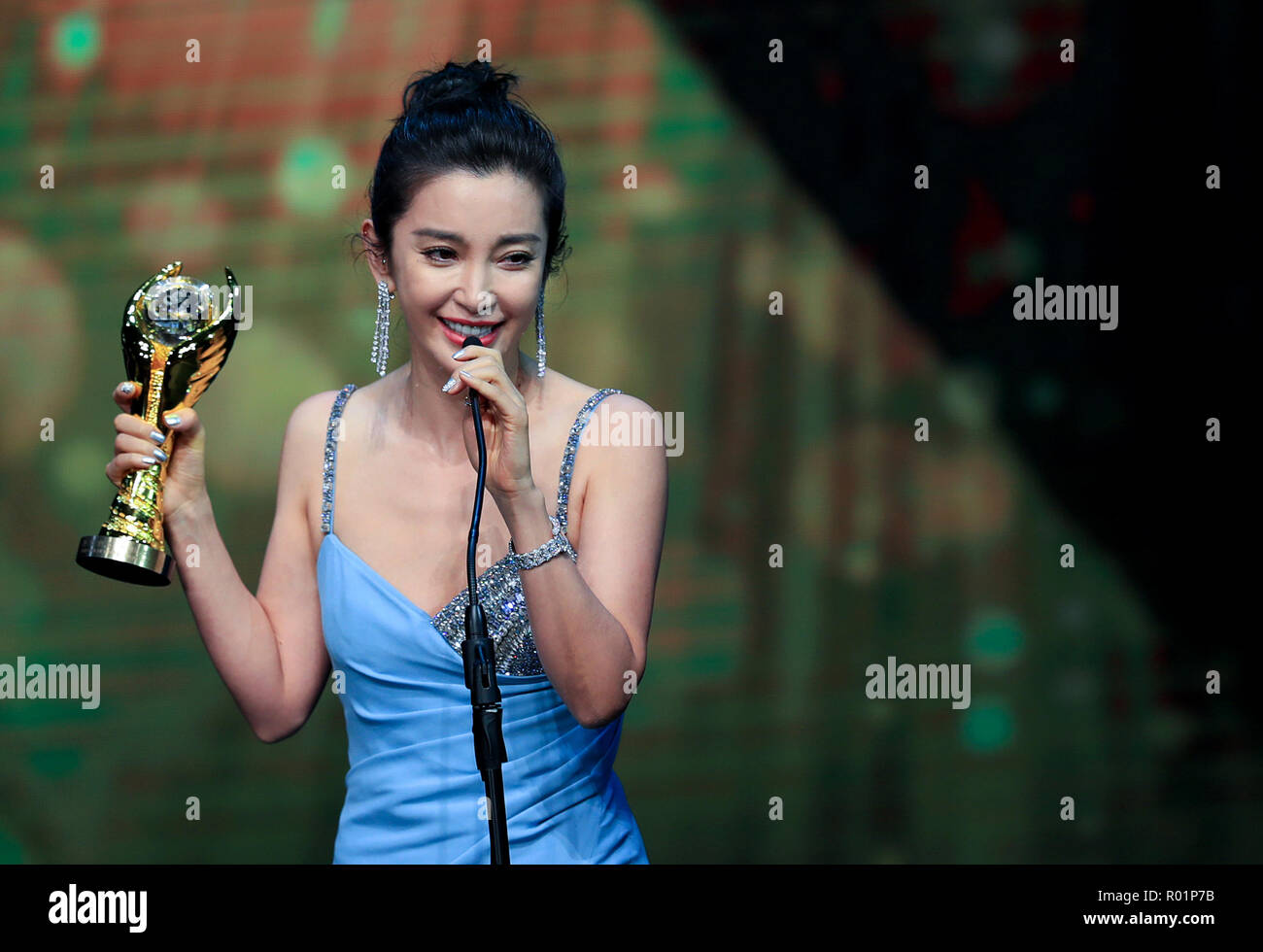 Los Angeles, USA. 30th Oct, 2018. Actress Li Bingbing who won the Chinese American Film Art Exchange Award, receives the trophy during the awarding ceremony of the 14th Chinese American Film Festival (CAFF) in Los Angeles, the United States, Oct. 30, 2018. The 14th Chinese American Film Festival (CAFF) kicked off Tuesday at the Ricardo Montalban Theater in Hollywood in the U.S. city of Los Angeles. Credit: Li Ying/Xinhua/Alamy Live News - Stock Image