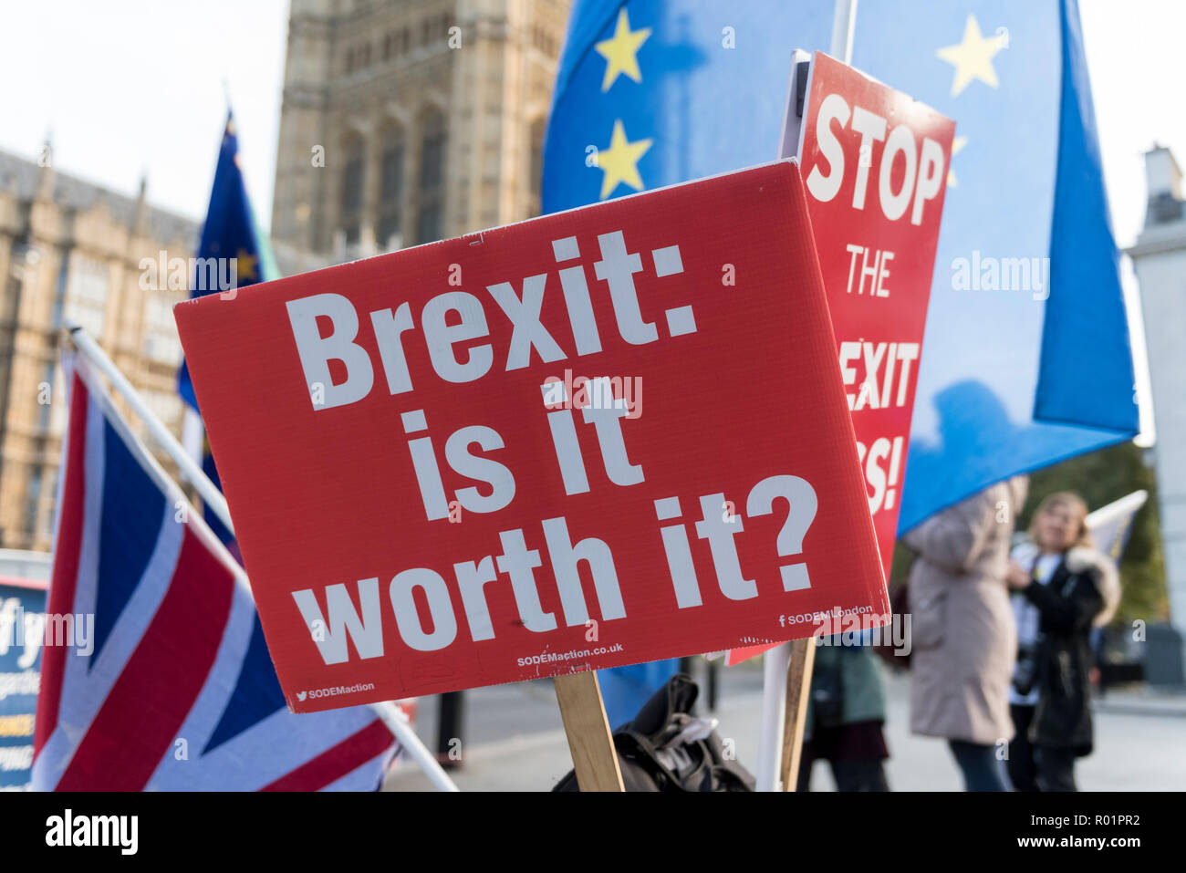 London, UK.  31 October 2018.  Signs and flags of Stand of Defiance European Movement (SODEM), outside Parliament as the group continues their anti-Brexit campaign which began in September 2017. Credit: Stephen Chung / Alamy Live News Stock Photo
