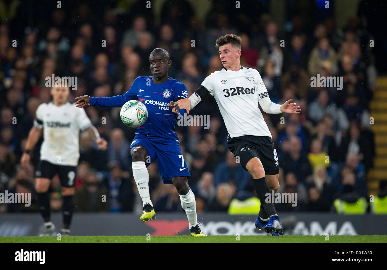 London, UK. 31st October, 2018. Ngolo KANTE of Chelsea & Mason MOUNT (on loan from Chelsea) of Derby County during the Carabao Cup round of 16 match between Chelsea and Derby County at Stamford Bridge, London, England on 31 October 2018. Photo by Andy Rowland../Alamy Live News - Stock Image