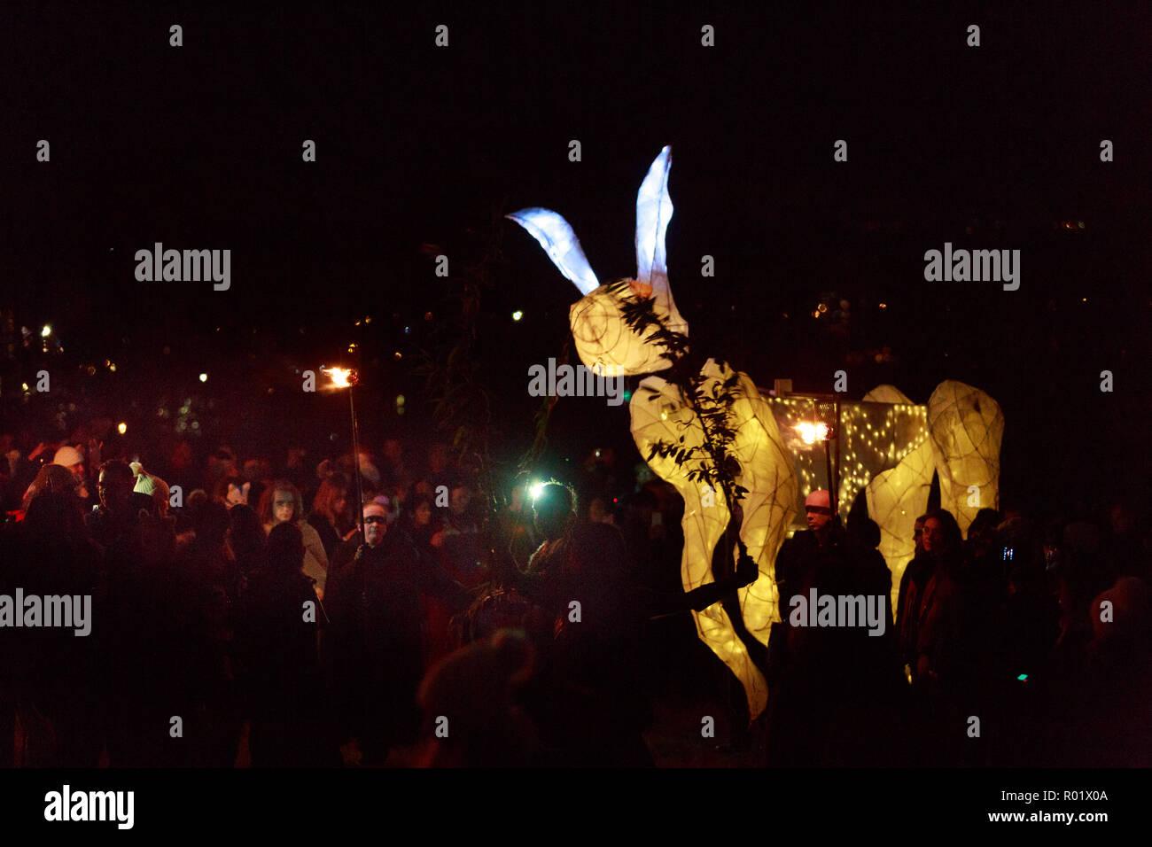 Edinburgh, Scotland. UK. 31 October 2018. The Samhuinn Fire Festival, end of summer start winter. For the first time ever Samhuinn Fire Festival marks the turn of the seasons at the top of Calton Hill. Pako Mera/Alamy Live News Stock Photo