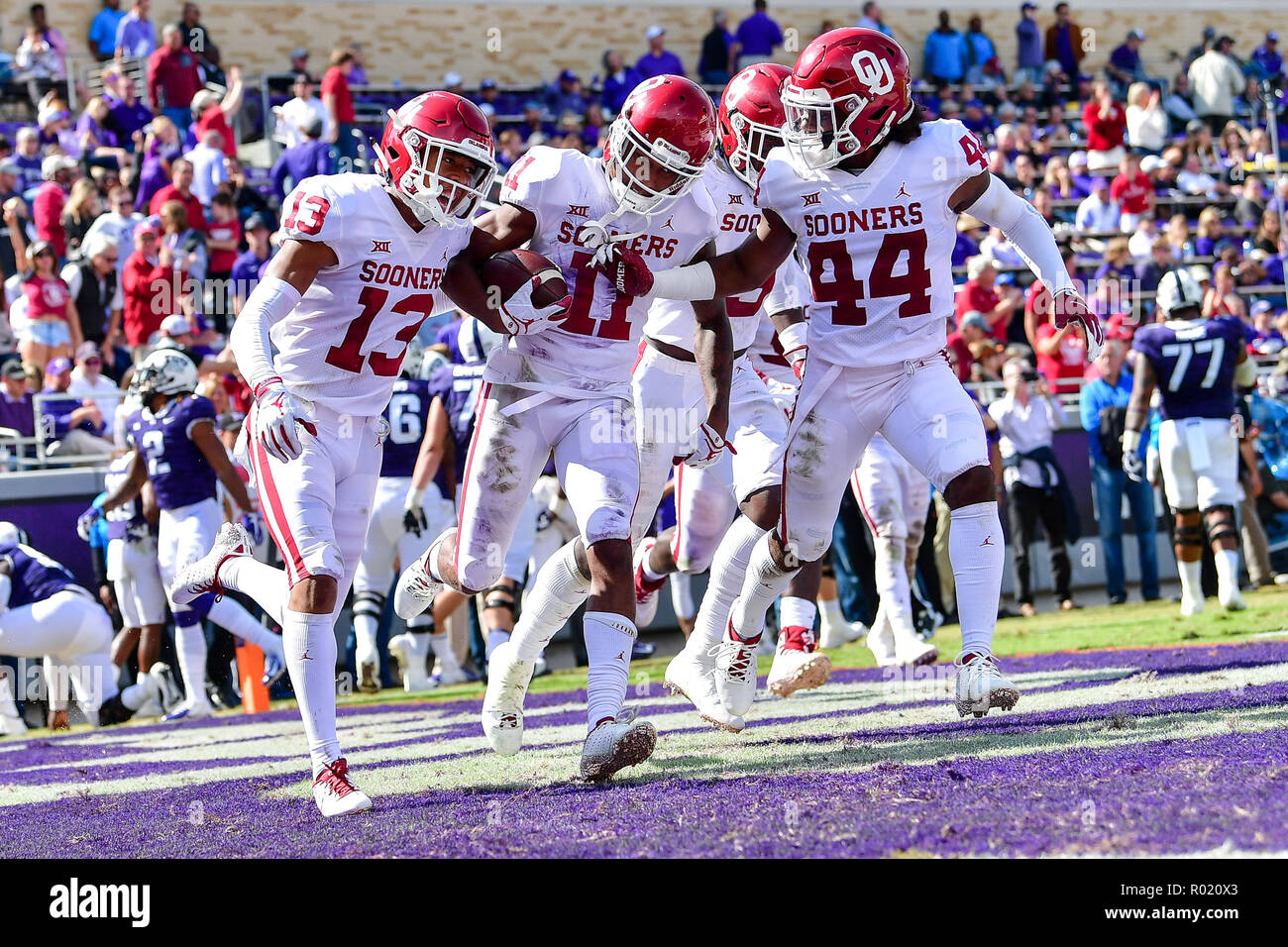 Oklahoma Sooners cornerback Parnell Motley (11) gets an interception for a  touchdown as he fdff0275d