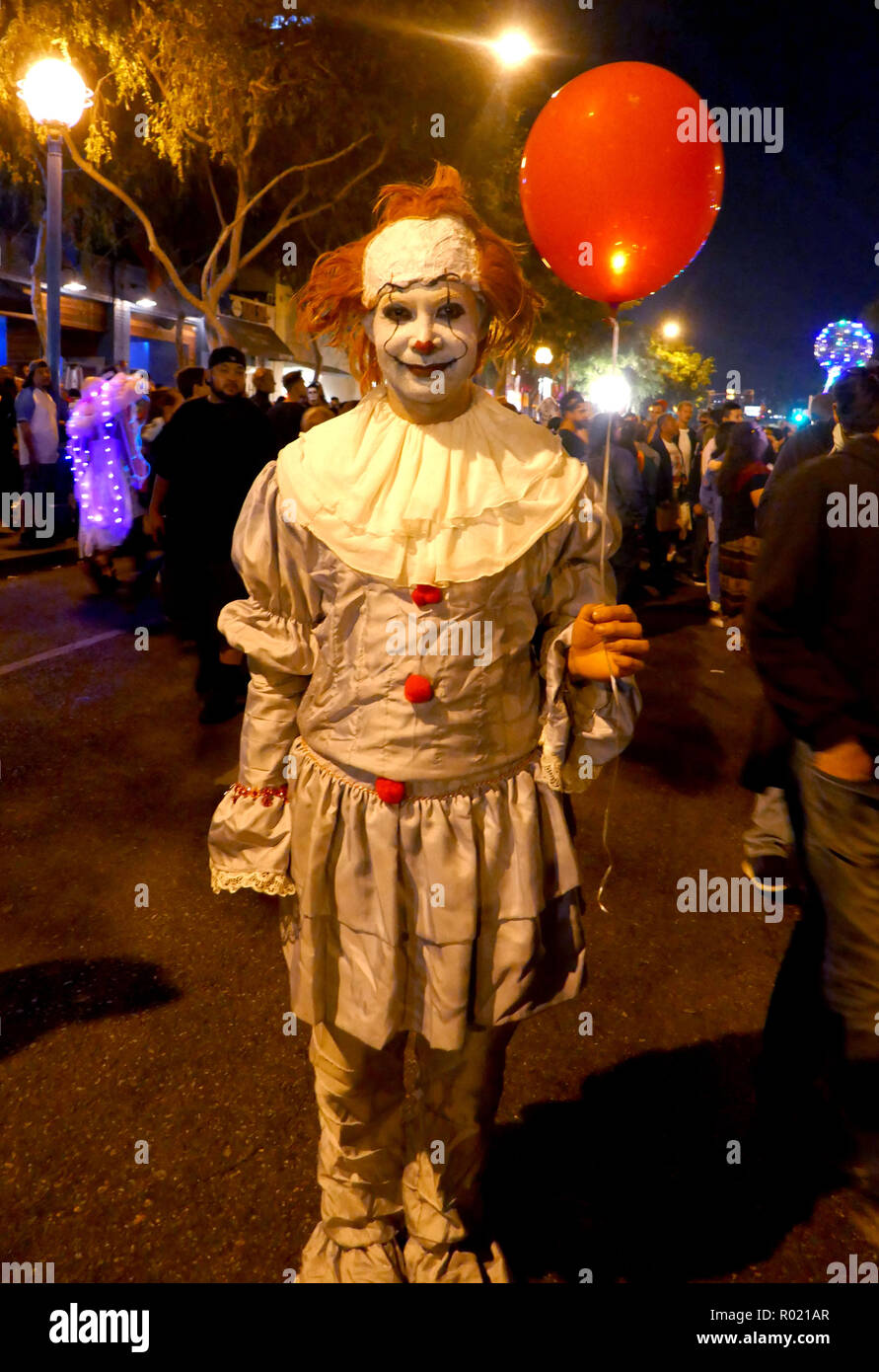 West Hollywood, USA. 31st Oct, 2018. WEST HOLLYWOOD, CA - OCTOBER 31: A general view of atmosphere of Pennywise Clown from 'It' on October 31, 2018 at West Hollywood Halloween Caranval in West Hollywood, California. Credit: Barry King/Alamy Live News - Stock Image