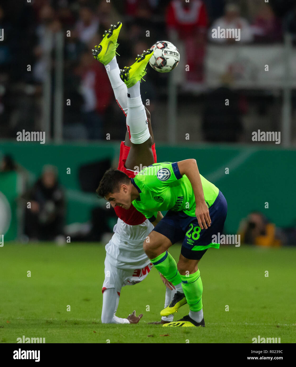 Cologne, Germany October 31 2018, DFB Pokal, FC Koeln - FC Schalke 04: Sehrou Guirassy (Koeln), Alessandro Andre Schoepf (S04) in competition.                 Credit: Juergen Schwarz/Alamy Live News    DFB REGULATIONS PROHIBIT ANY USE OF PHOTOGRAPHS AS IMAGE SEQUENCES AND/OR QUASI-VIDEO Credit: Juergen Schwarz/Alamy Live News - Stock Image