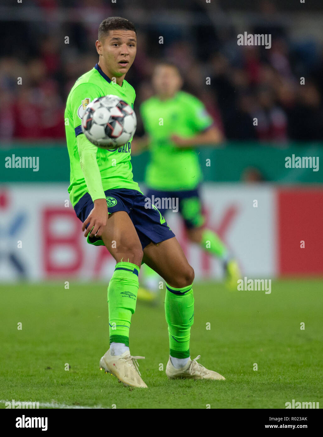 Cologne, Germany October 31 2018, DFB Pokal, FC Koeln - FC Schalke 04: Amine Harit (S04) in action.                 Credit: Juergen Schwarz/Alamy Live News    DFB REGULATIONS PROHIBIT ANY USE OF PHOTOGRAPHS AS IMAGE SEQUENCES AND/OR QUASI-VIDEO Credit: Juergen Schwarz/Alamy Live News - Stock Image