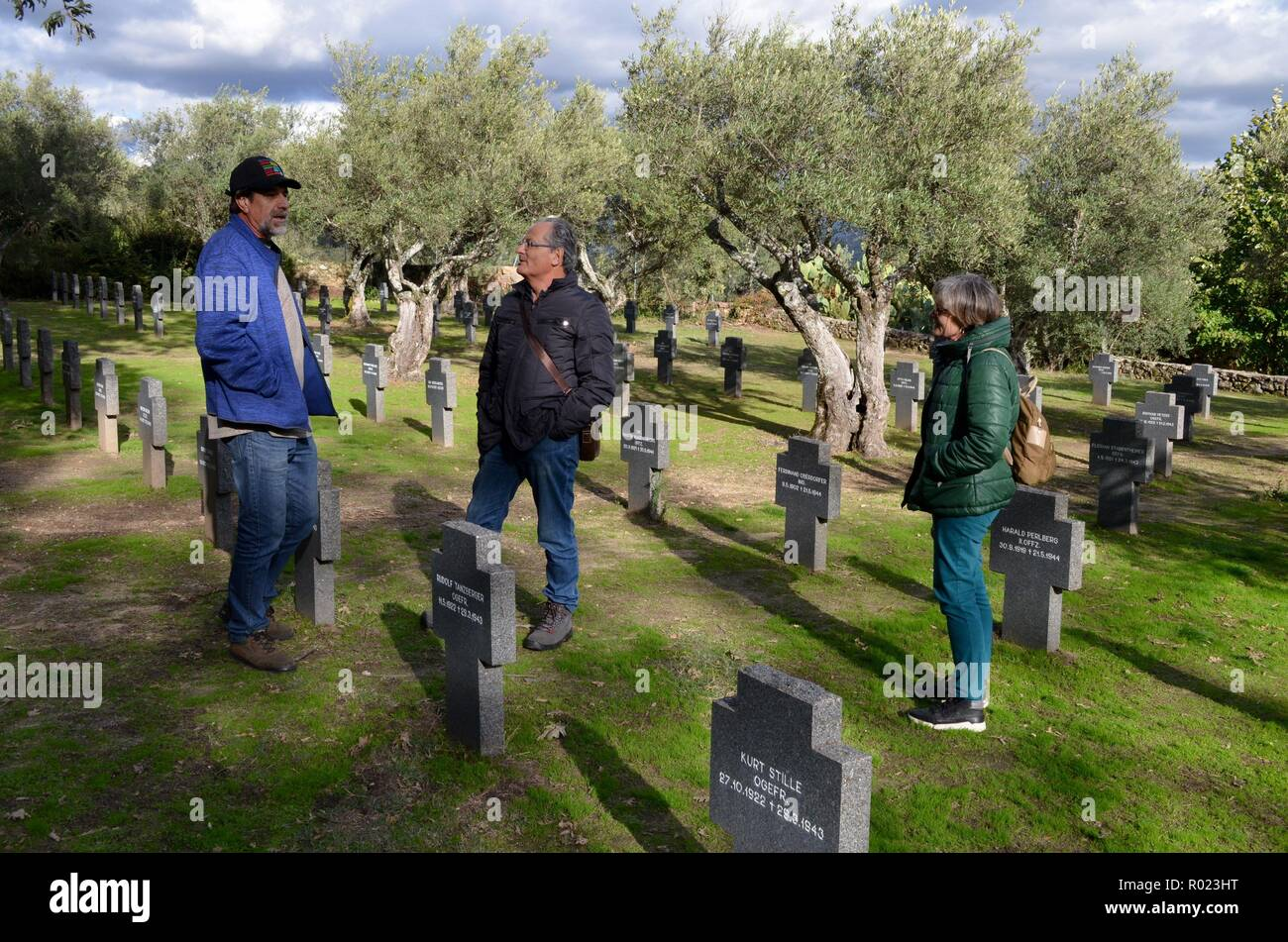 People visit the German cemetery in Cuacos de Yuste, Spain, 01 November 2018. The German cemetery in Cuacos de Yuste is the only cemetery in Spain where German soldiers who battled in the First and Second World War are buried. A total of 26 German soldiers from WWI and 154 from WWII are buried in this cemetery after they died in Spain while overflying the territory or while navigating Spanish seas. EFE/ Eduardo Palomo - Stock Image