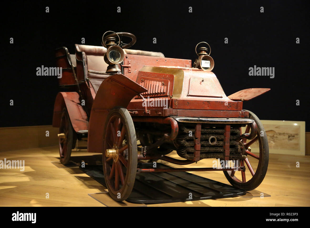 Bonhams, London, UK 1 Nov 2018 - 1904 Cadillac Model A 6½HP rear-entrance Tonneau (est £ 65,000 - 75,000). Veteran motor cars on display at Bonhams before setting off to take part in the oldest motoring event in the world, The London to Brighton Run on Sunday 4 November.  Credit: Dinendra Haria/Alamy Live News - Stock Image