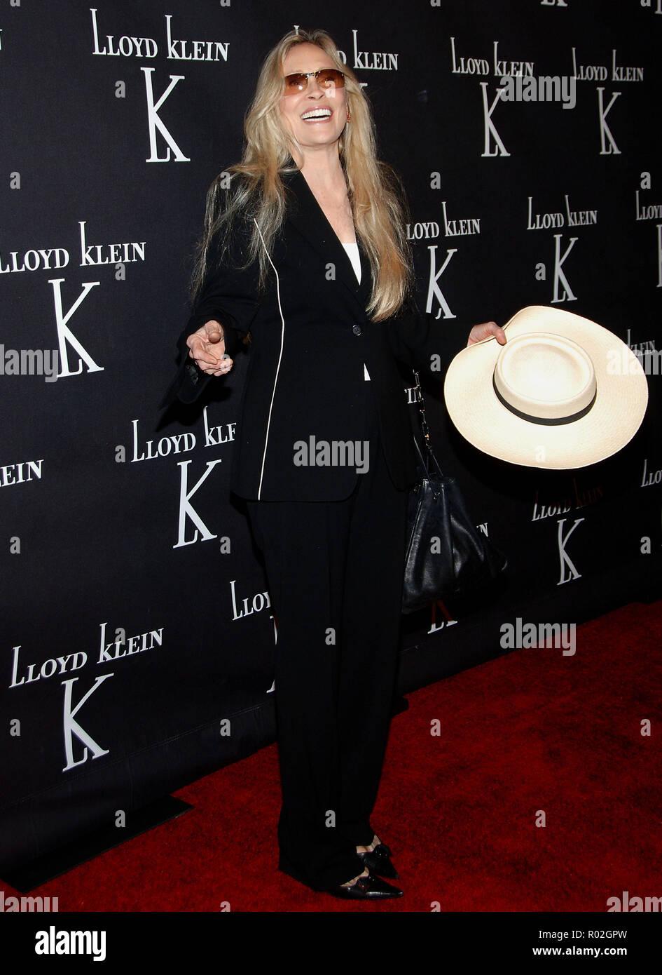 Faye Dunaway arriving at Lloyd Klein Flagship Store Opening