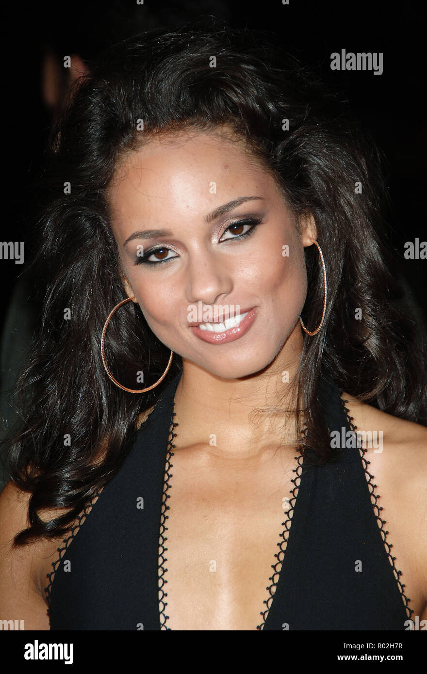 Alicia Keys arriving at the Smokin' Aces at the Chinese Theatre In Los Angeles. January 18, 2007.  eye contact smile portrait headshot black dressKeysAlicia_006 Red Carpet Event, Vertical, USA, Film Industry, Celebrities,  Photography, Bestof, Arts Culture and Entertainment, Topix Celebrities fashion /  Vertical, Best of, Event in Hollywood Life - California,  Red Carpet and backstage, USA, Film Industry, Celebrities,  movie celebrities, TV celebrities, Music celebrities, Photography, Bestof, Arts Culture and Entertainment,  Topix, headshot, vertical, one person,, from the year , 2007, inquiry - Stock Image
