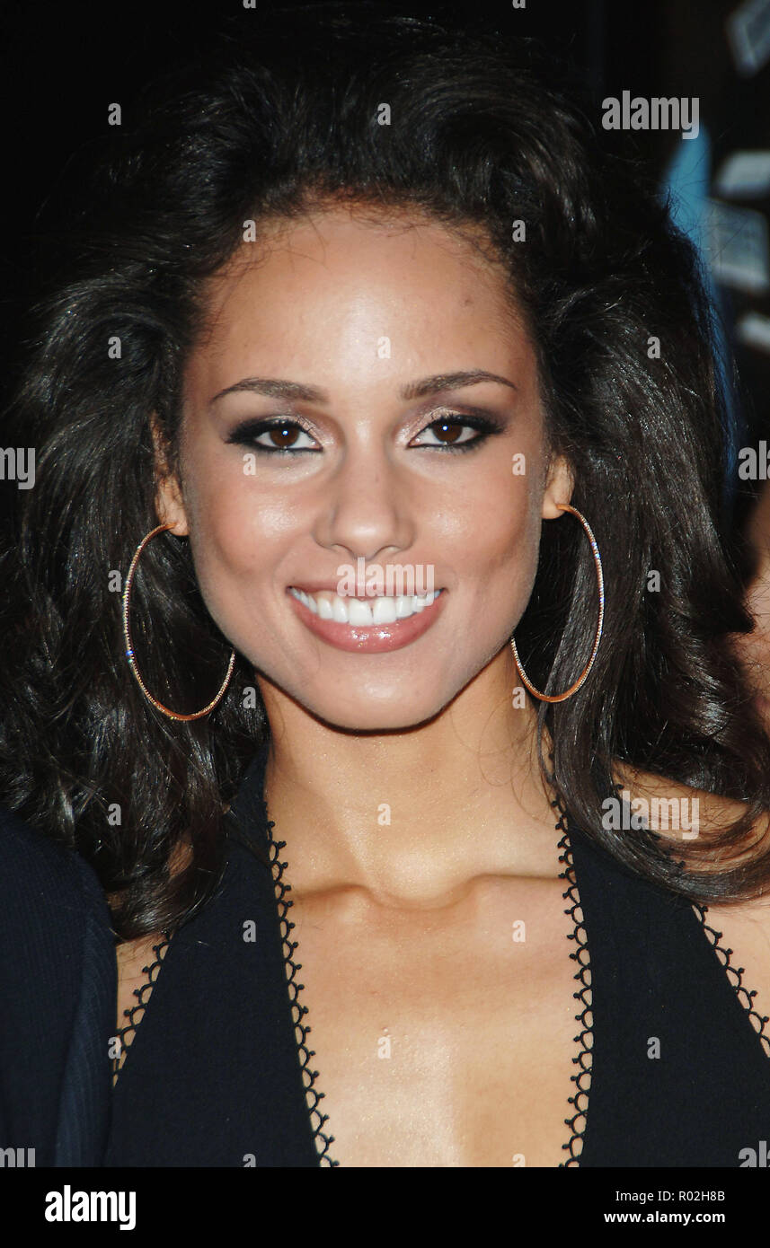 Alicia Keys arriving at the Smokin' Aces at the Chinese Theatre In Los Angeles. January 18, 2007.  eye contact smile portrait headshot KeysAlicia027 Red Carpet Event, Vertical, USA, Film Industry, Celebrities,  Photography, Bestof, Arts Culture and Entertainment, Topix Celebrities fashion /  Vertical, Best of, Event in Hollywood Life - California,  Red Carpet and backstage, USA, Film Industry, Celebrities,  movie celebrities, TV celebrities, Music celebrities, Photography, Bestof, Arts Culture and Entertainment,  Topix, headshot, vertical, one person,, from the year , 2007, inquiry tsuni@Gamma - Stock Image