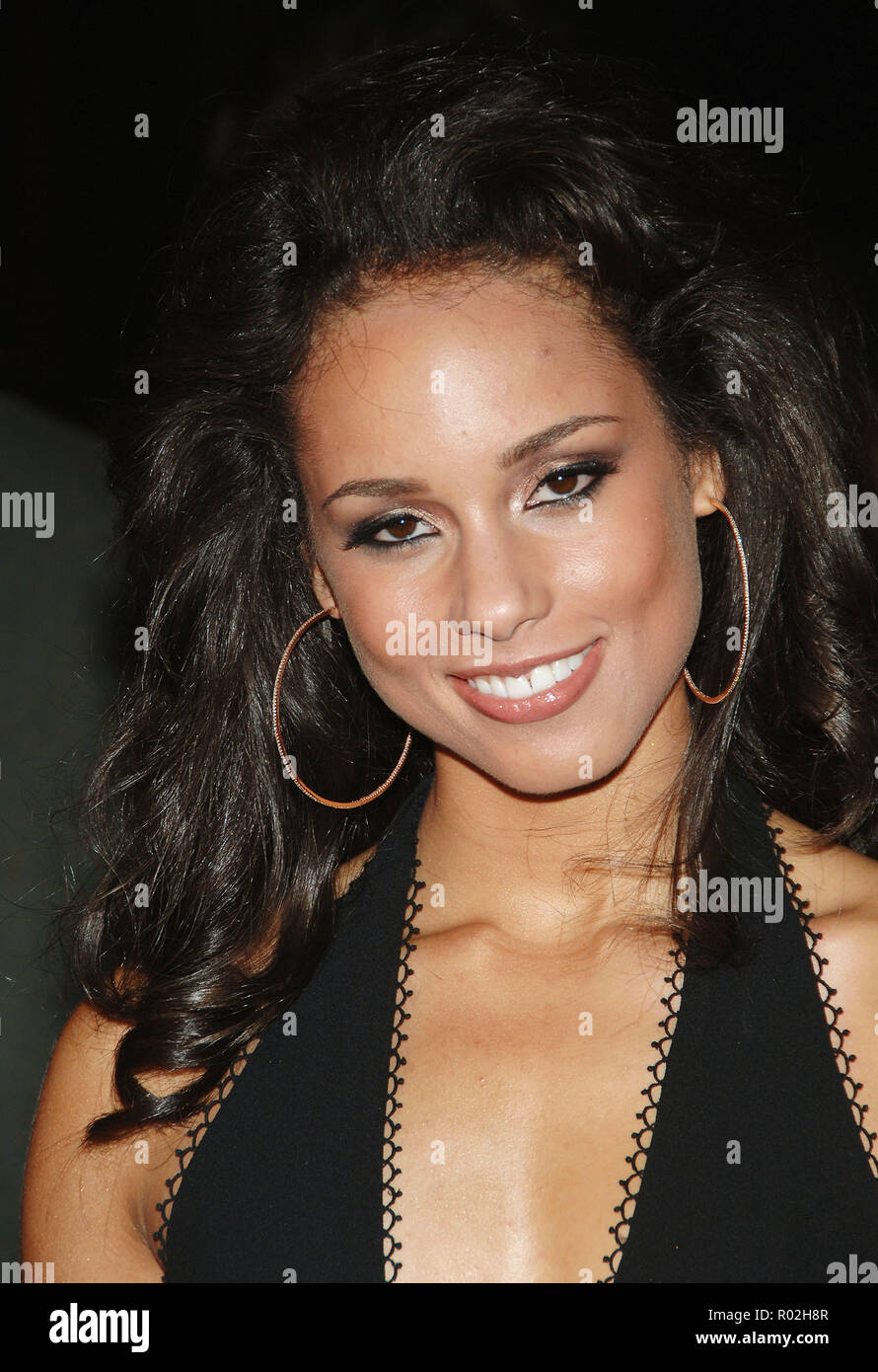Alicia Keys arriving at the Smokin' Aces at the Chinese Theatre In Los Angeles. January 18, 2007.  eye contact smile portrait headshot KeysAlicia031 Red Carpet Event, Vertical, USA, Film Industry, Celebrities,  Photography, Bestof, Arts Culture and Entertainment, Topix Celebrities fashion /  Vertical, Best of, Event in Hollywood Life - California,  Red Carpet and backstage, USA, Film Industry, Celebrities,  movie celebrities, TV celebrities, Music celebrities, Photography, Bestof, Arts Culture and Entertainment,  Topix, headshot, vertical, one person,, from the year , 2007, inquiry tsuni@Gamma - Stock Image