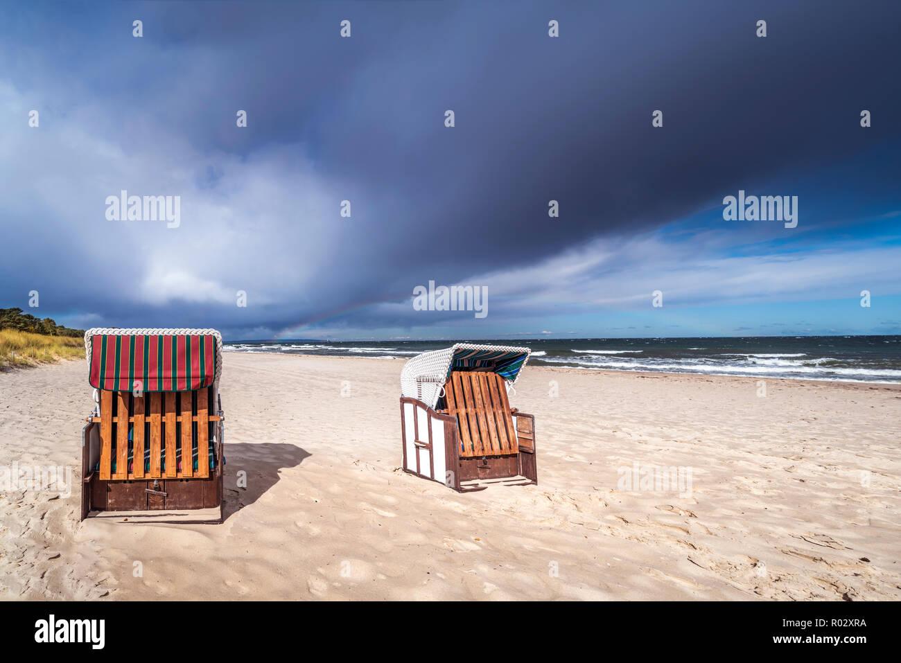 Beach chairs on the island of Rügen, Sellin/Baabe, Germany | Strandkörbe auf der Insel Rügen, Sellin/Baabe - Stock Image