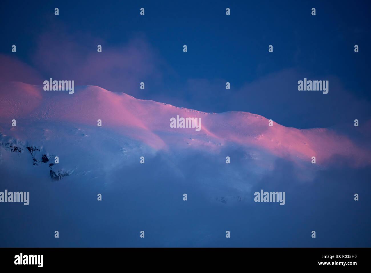 Alpenglow on Mt Ruapehu at dusk, Tongariro National Park, Central Plateau, North Island, New Zealand - Stock Image
