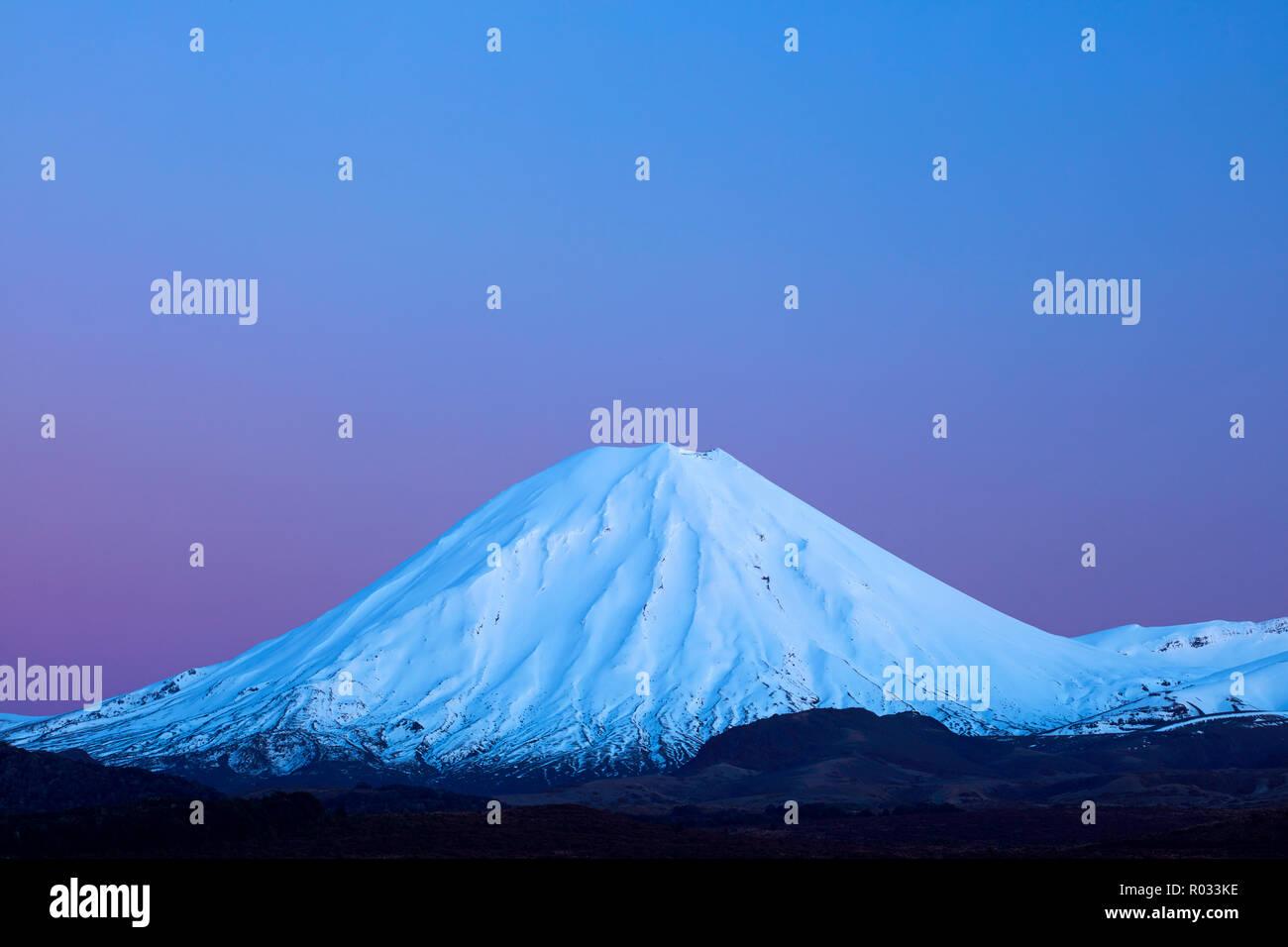 Mt Ngauruhoe at dawn, Tongariro National Park, Central Plateau, North Island, New Zealand - Stock Image
