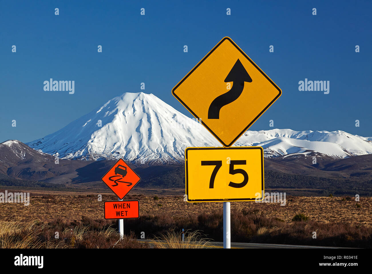 Road signs on Desert Road and Mt Ngauruhoe, Tongariro National Park, Central Plateau, North Island, New Zealand - Stock Image