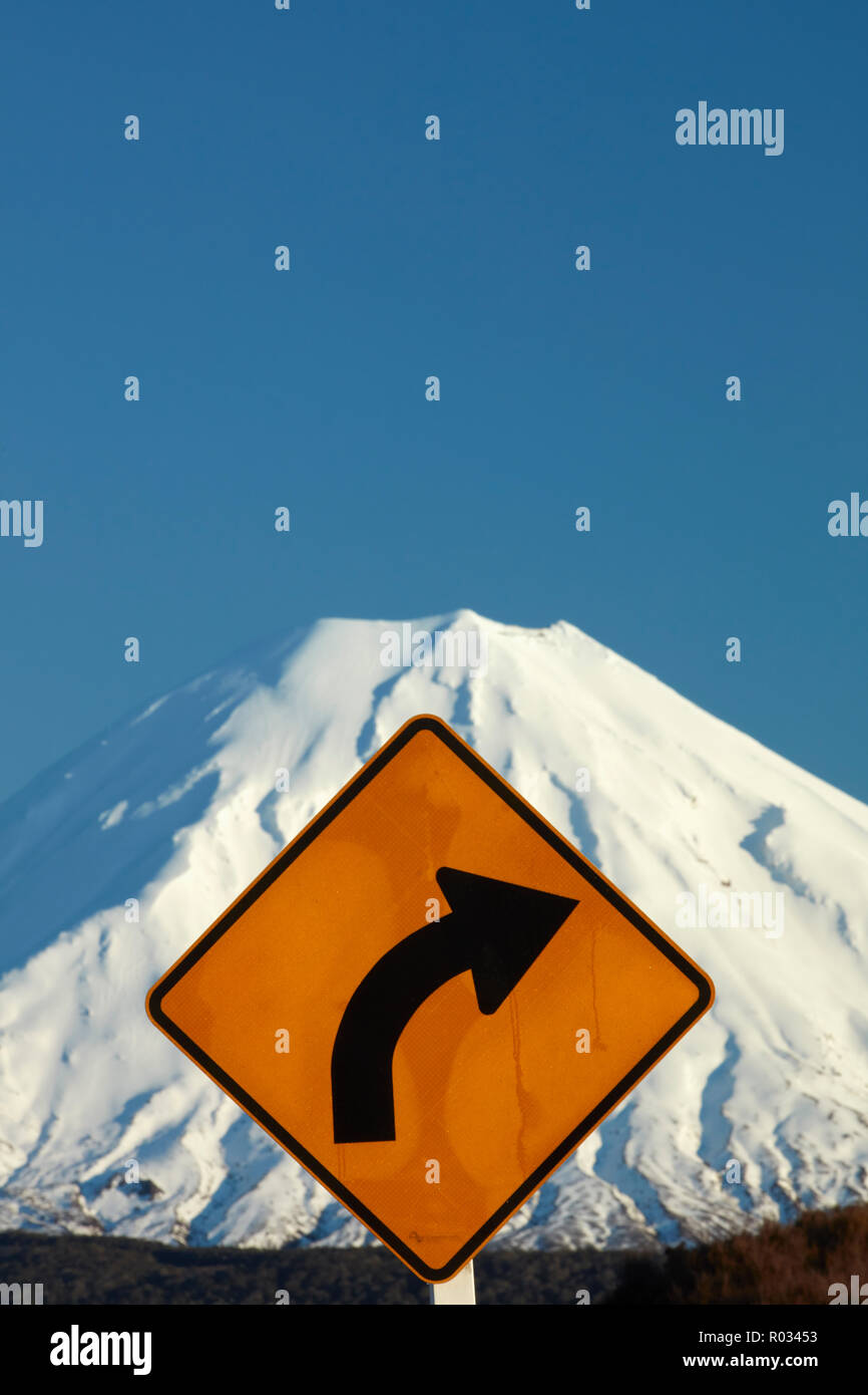 Corner sign on Desert Road and Mt Ngauruhoe, Tongariro National Park, Central Plateau, North Island, New Zealand - Stock Image