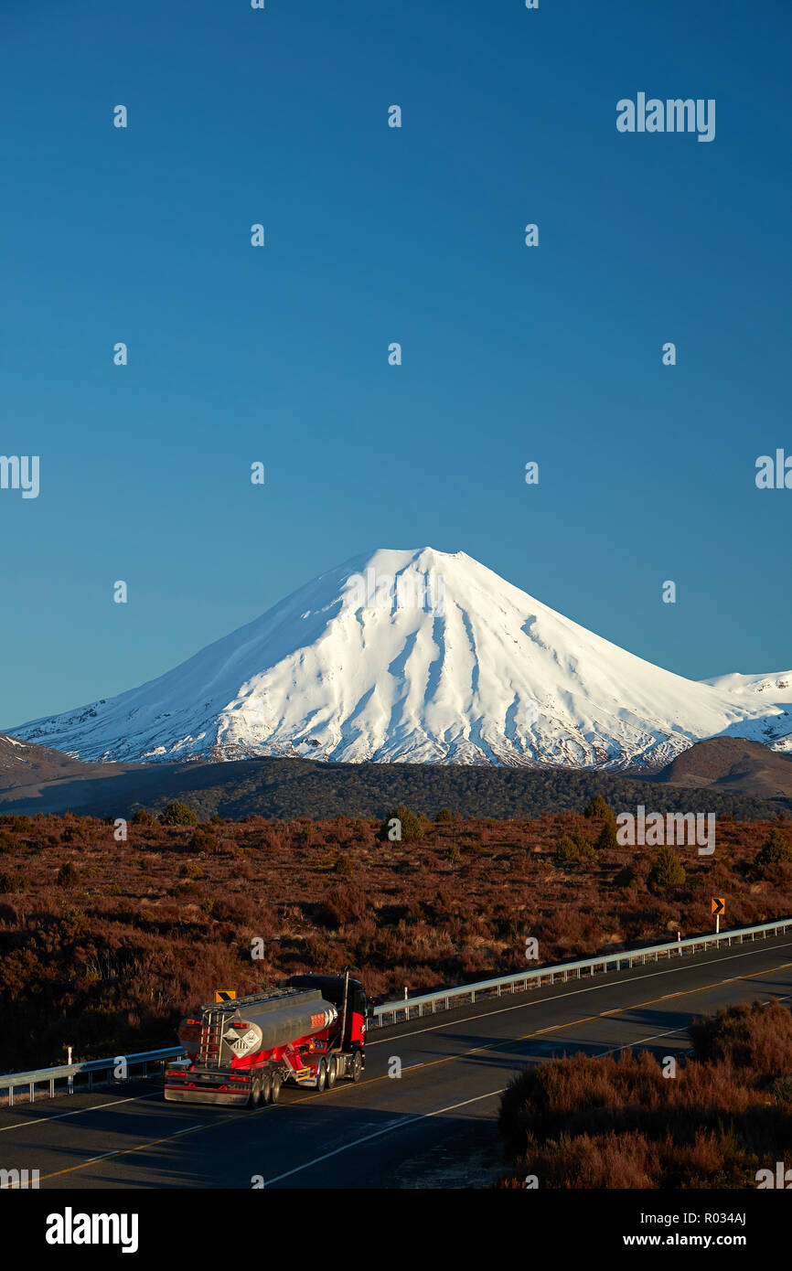 Mt Ngauruhoe and tanker on Desert Road, Tongariro National Park, Central Plateau, North Island, New Zealand - Stock Image