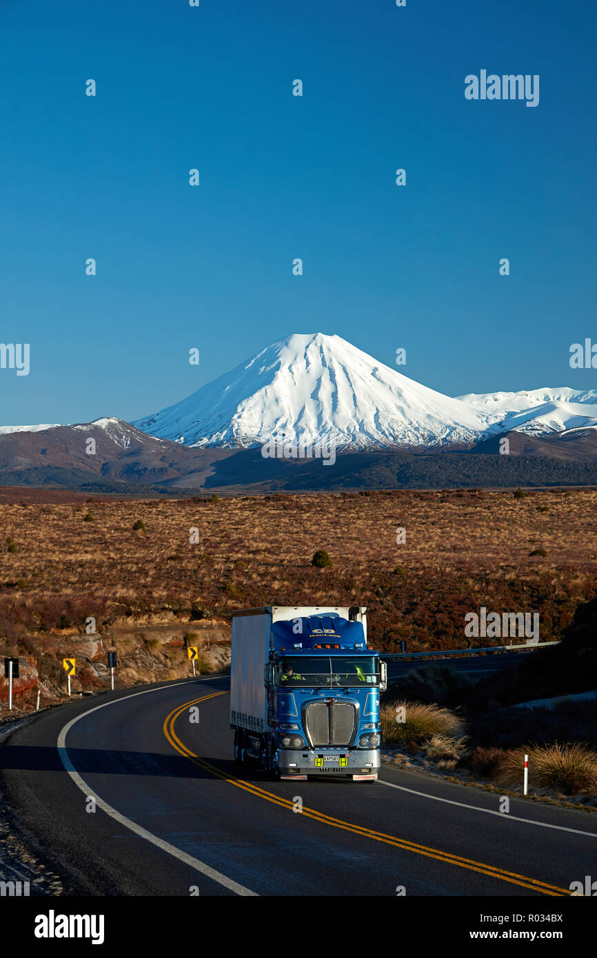 Mt Ngauruhoe and truck on Desert Road, Tongariro National Park, Central Plateau, North Island, New Zealand - Stock Image
