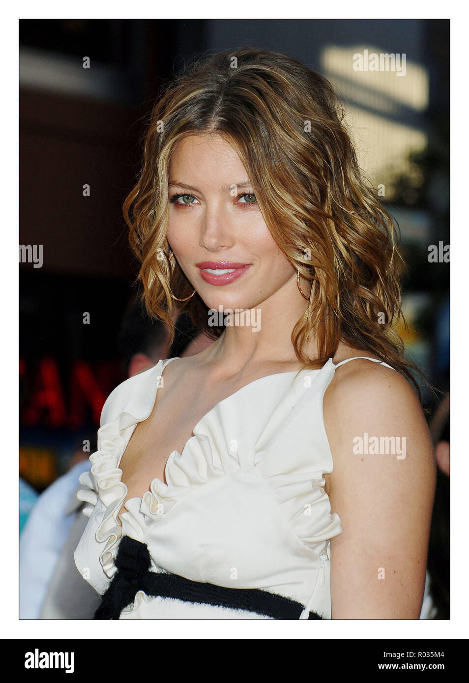Jessica Biel  arriving at the 'I Pronounce YOU CHUCK & LARRY Premiere at the gibson Amphitheatre in Los Angeles.  headshot eye contact smile01_BielJessica_01A Red Carpet Event, Vertical, USA, Film Industry, Celebrities,  Photography, Bestof, Arts Culture and Entertainment, Topix Celebrities fashion /  Vertical, Best of, Event in Hollywood Life - California,  Red Carpet and backstage, USA, Film Industry, Celebrities,  movie celebrities, TV celebrities, Music celebrities, Photography, Bestof, Arts Culture and Entertainment,  Topix, headshot, vertical, one person,, from the year , 2007, inquiry t - Stock Image