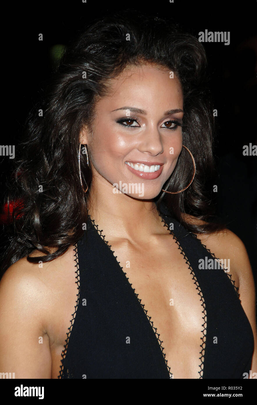 Alicia Keys arriving at the Smokin' Aces at the Chinese Theatre In Los Angeles. January 18, 2007.  smile portrait headshot black dress01_KeysAlicia_004 Red Carpet Event, Vertical, USA, Film Industry, Celebrities,  Photography, Bestof, Arts Culture and Entertainment, Topix Celebrities fashion /  Vertical, Best of, Event in Hollywood Life - California,  Red Carpet and backstage, USA, Film Industry, Celebrities,  movie celebrities, TV celebrities, Music celebrities, Photography, Bestof, Arts Culture and Entertainment,  Topix, headshot, vertical, one person,, from the year , 2007, inquiry tsuni@Ga - Stock Image