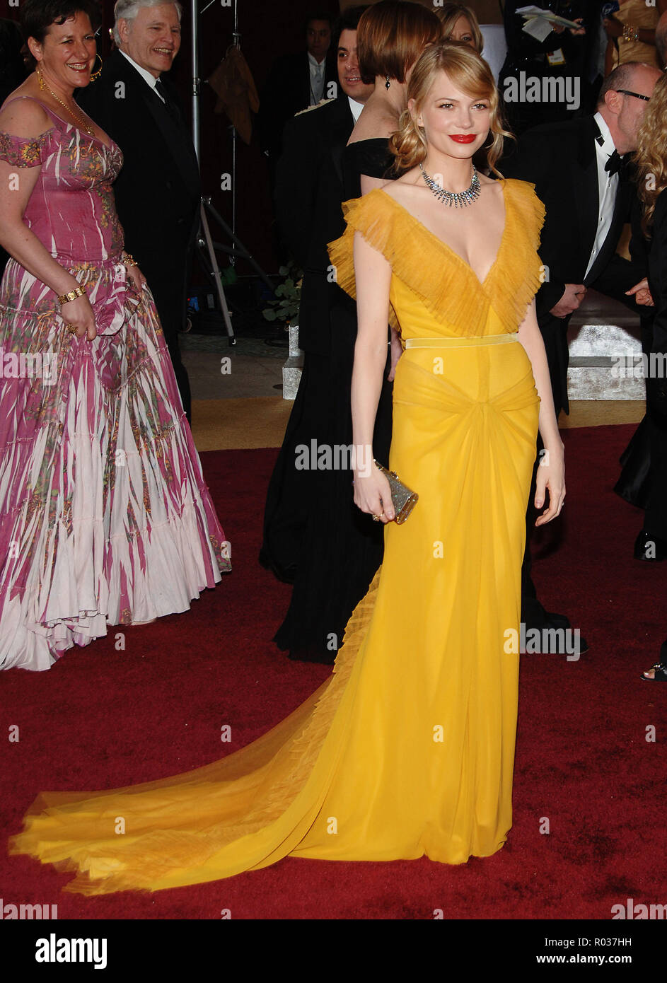 Michelle Williams arriving at the 78th Academy of Motion Pictures (Oscars)  at the Kodak Theatre in Los Angeles. March 5, 200612_WilliamsMichelle309 Red Carpet Event, Vertical, USA, Film Industry, Celebrities,  Photography, Bestof, Arts Culture and Entertainment, Topix Celebrities fashion /  Vertical, Best of, Event in Hollywood Life - California,  Red Carpet and backstage, USA, Film Industry, Celebrities,  movie celebrities, TV celebrities, Music celebrities, Photography, Bestof, Arts Culture and Entertainment,  Topix, vertical, one person,, from the year , 2006, inquiry tsuni@Gamma-USA.com F - Stock Image