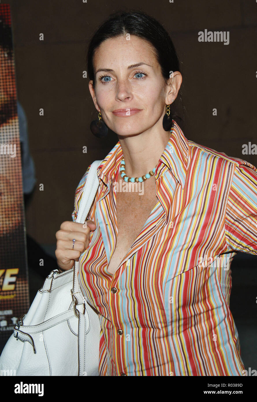 Courtney Cox-Arquette arriving at the Layer Cake Premiere at the Egyptian Theatre in Los Angeles. may 2, 2005. 11_Cox-ArquetteCourtney090 Red Carpet Event, Vertical, USA, Film Industry, Celebrities,  Photography, Bestof, Arts Culture and Entertainment, Topix Celebrities fashion /  Vertical, Best of, Event in Hollywood Life - California,  Red Carpet and backstage, USA, Film Industry, Celebrities,  movie celebrities, TV celebrities, Music celebrities, Photography, Bestof, Arts Culture and Entertainment,  Topix, headshot, vertical, one person,, from the year , 2005, inquiry tsuni@Gamma-USA.com - Stock Image