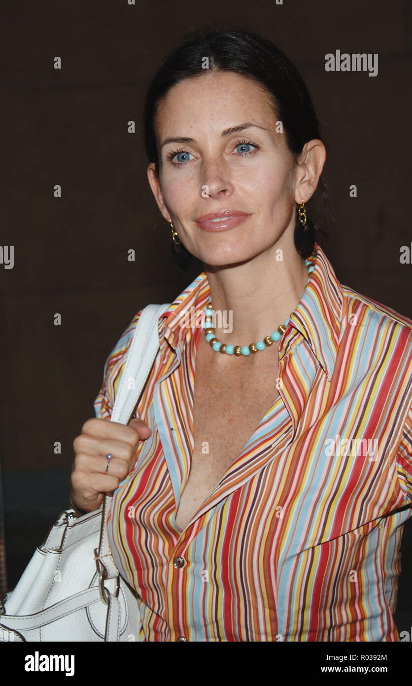 Courtney Cox-Arquette arriving at the Layer Cake Premiere at the Egyptian Theatre in Los Angeles. may 2, 2005. 15_Cox-ArquetteCourtney091 Red Carpet Event, Vertical, USA, Film Industry, Celebrities,  Photography, Bestof, Arts Culture and Entertainment, Topix Celebrities fashion /  Vertical, Best of, Event in Hollywood Life - California,  Red Carpet and backstage, USA, Film Industry, Celebrities,  movie celebrities, TV celebrities, Music celebrities, Photography, Bestof, Arts Culture and Entertainment,  Topix, headshot, vertical, one person,, from the year , 2005, inquiry tsuni@Gamma-USA.com - Stock Image
