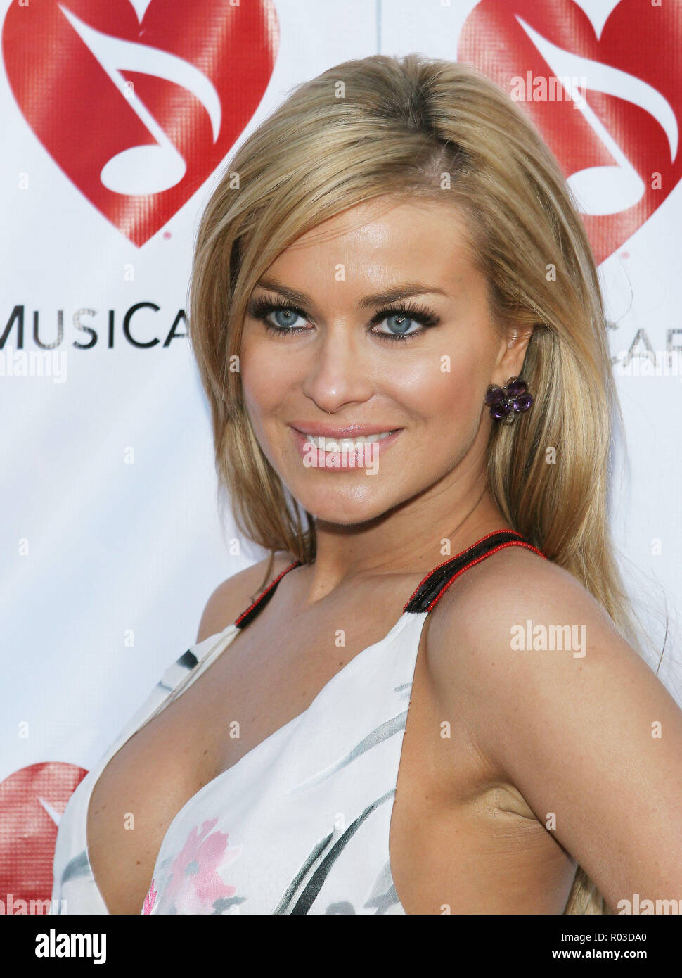 Carmen Electra arriving at The Inaugural MusiCares MAP Fund benefit concert honoring Dave Navarro at the Henry Fonda Theatre  in Los Angeles. May 20, 2005.ElectraCarmen0008 Red Carpet Event, Vertical, USA, Film Industry, Celebrities,  Photography, Bestof, Arts Culture and Entertainment, Topix Celebrities fashion /  Vertical, Best of, Event in Hollywood Life - California,  Red Carpet and backstage, USA, Film Industry, Celebrities,  movie celebrities, TV celebrities, Music celebrities, Photography, Bestof, Arts Culture and Entertainment,  Topix, headshot, vertical, one person,, from the year , 2 - Stock Image