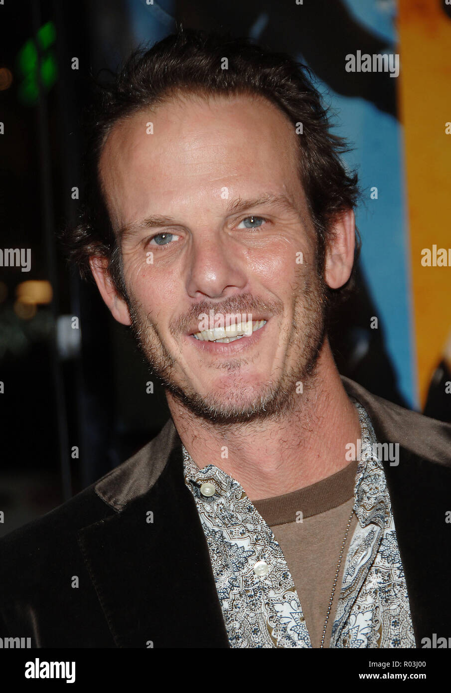 Peter Berg arriving at the Smokin' Aces at the Chinese Theatre In Los Angeles. January 18, 2007.  eye contact smile portrait headshot BergPeter048 Red Carpet Event, Vertical, USA, Film Industry, Celebrities,  Photography, Bestof, Arts Culture and Entertainment, Topix Celebrities fashion /  Vertical, Best of, Event in Hollywood Life - California,  Red Carpet and backstage, USA, Film Industry, Celebrities,  movie celebrities, TV celebrities, Music celebrities, Photography, Bestof, Arts Culture and Entertainment,  Topix, headshot, vertical, one person,, from the year , 2007, inquiry tsuni@Gamma-U - Stock Image