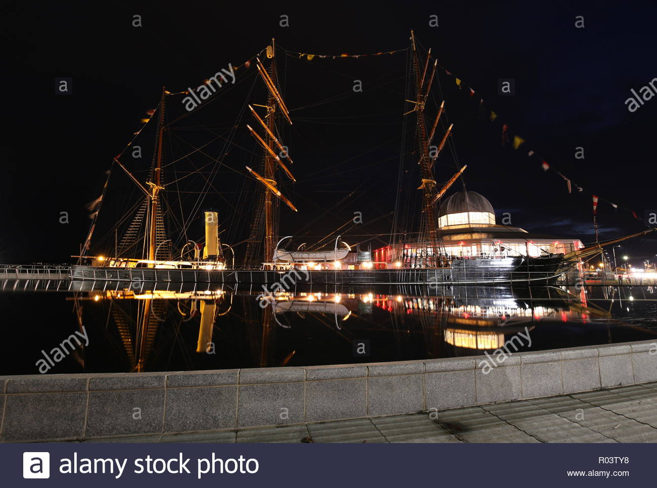 RRS Discovery and Discovery Point by night Dundee Scotland October 2018 - Stock Image