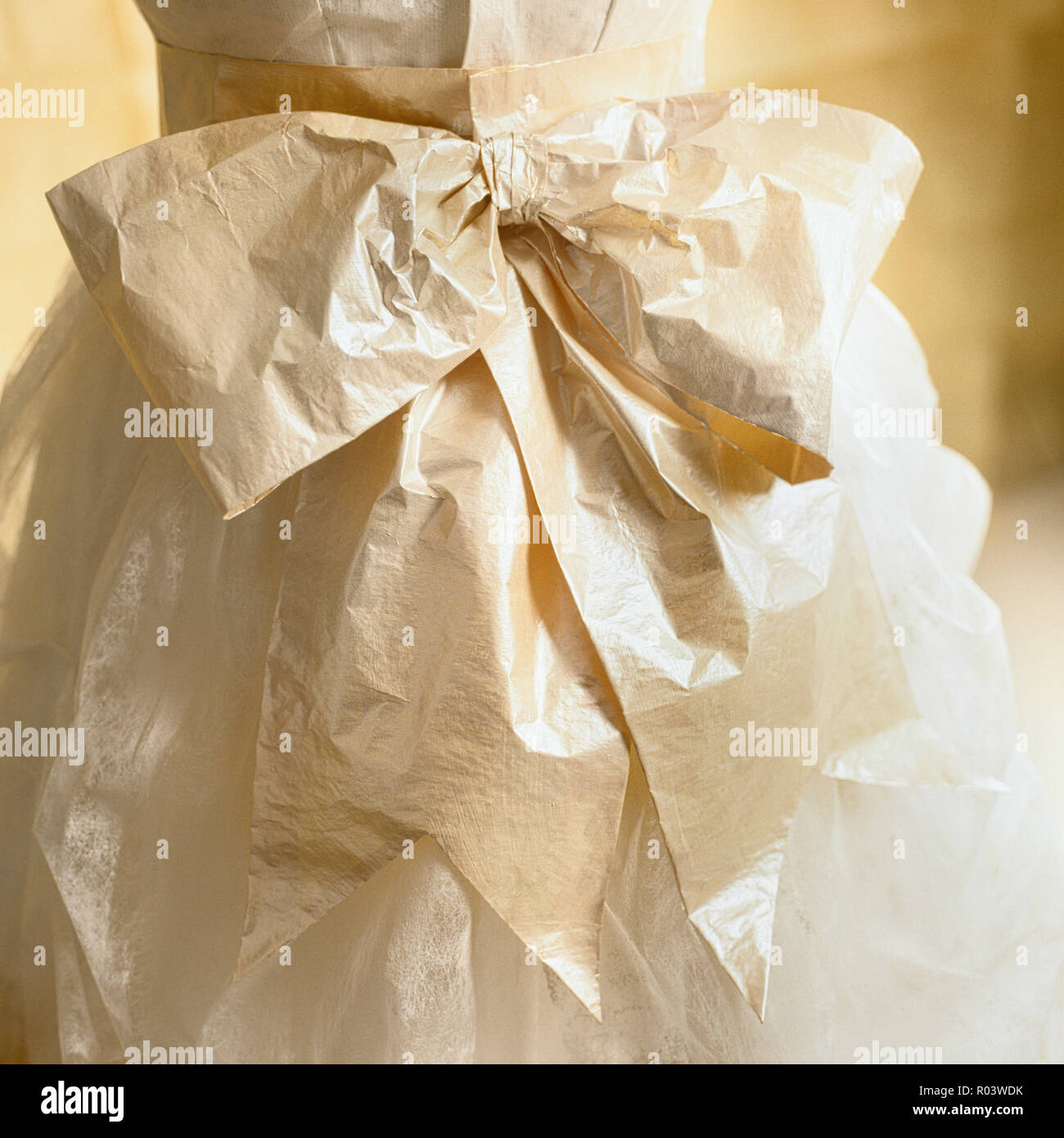 Bow on a paper dress by Isabelle de Borchgrave - Stock Image
