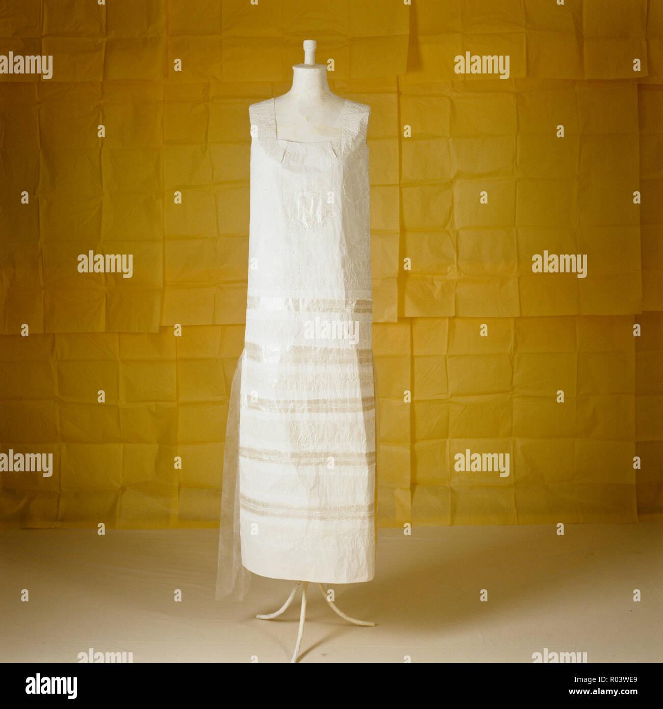 Paper dress by Isabelle de Borchgrave - Stock Image