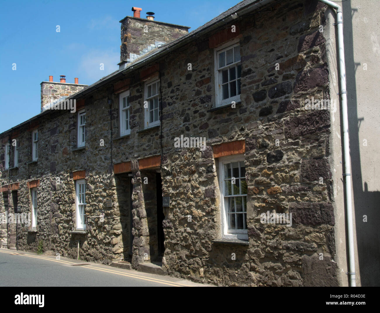 PEMBROKESHIRE; ST.DAVID'S; TERRACED STONE COTTAGES IN NUN STREET - Stock Image