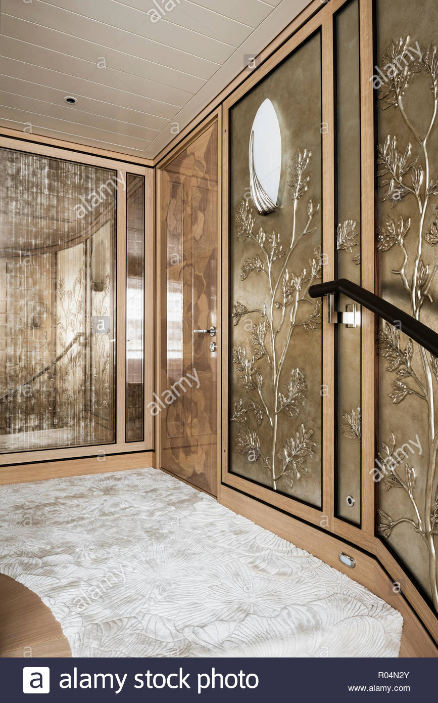 Hallway with floral panels - Stock Image