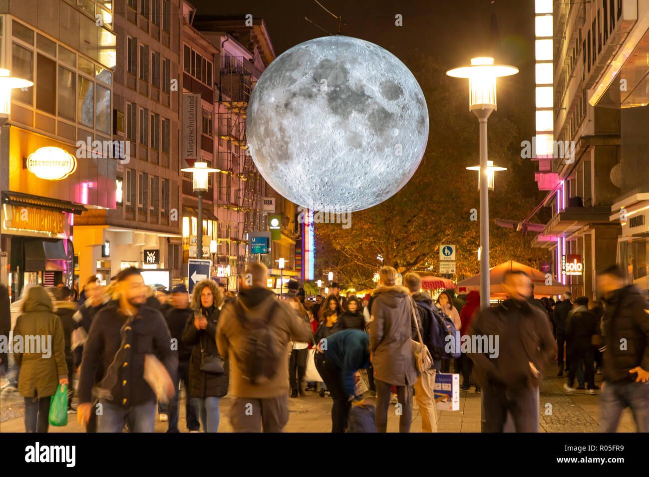 Essen Light Festival, Lichtkunst Installationen in der Innenstadt von Essen, Museum of the Moon, gro§er leuchtender Mond aus NASA Fotos, Kettwiger Str Stock Photo