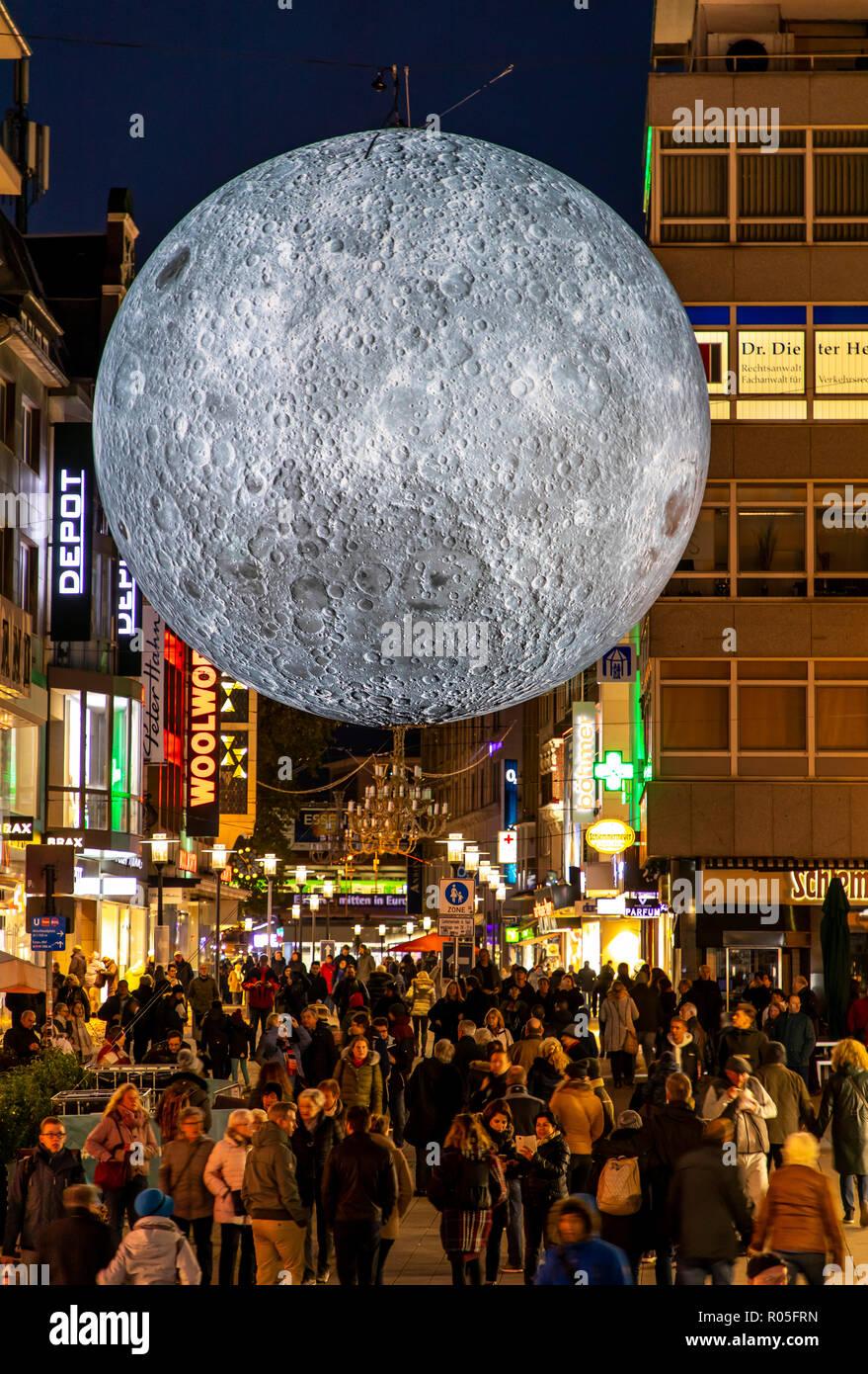 Essen Light Festival, Lichtkunst Installationen in der Innenstadt von Essen, Museum of the Moon, gro§er leuchtender Mond aus NASA Fotos, Kettwiger Str - Stock Image