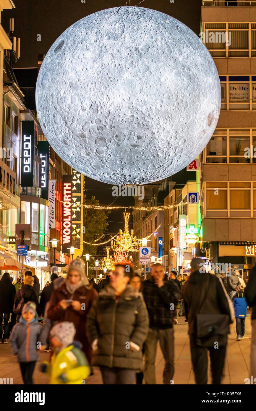 Essen Light Festival, Lichtkunst Installationen in der Innenstadt von Essen, Museum of the Moon, großer leuchtender Mond aus NASA Fotos, Kettwiger Str - Stock Image