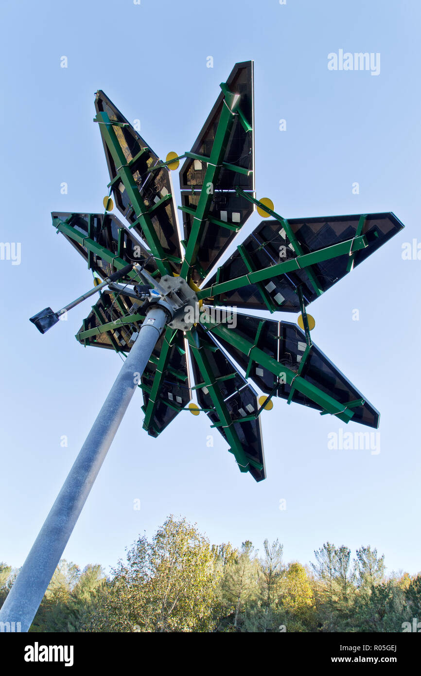 Solar Photovoltaic Flair, measuring 17 ft. diameter, weighing approx. 1200 lbs., Electric Vehicle Charge Station, Melton Hill Hydro Electric Dam. - Stock Image