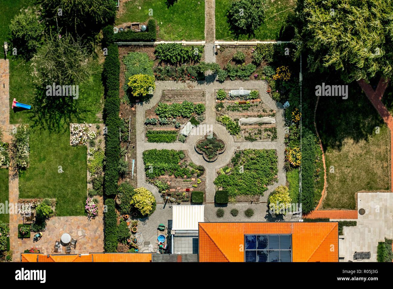 Luftbild, Garten eines altertümlichen Bauerngehöfs, Ameke, Drensteinfurt, Münsterland, Nordrhein-Westfalen, Deutschland, Europa, DEU, birds-eyes view, - Stock Image
