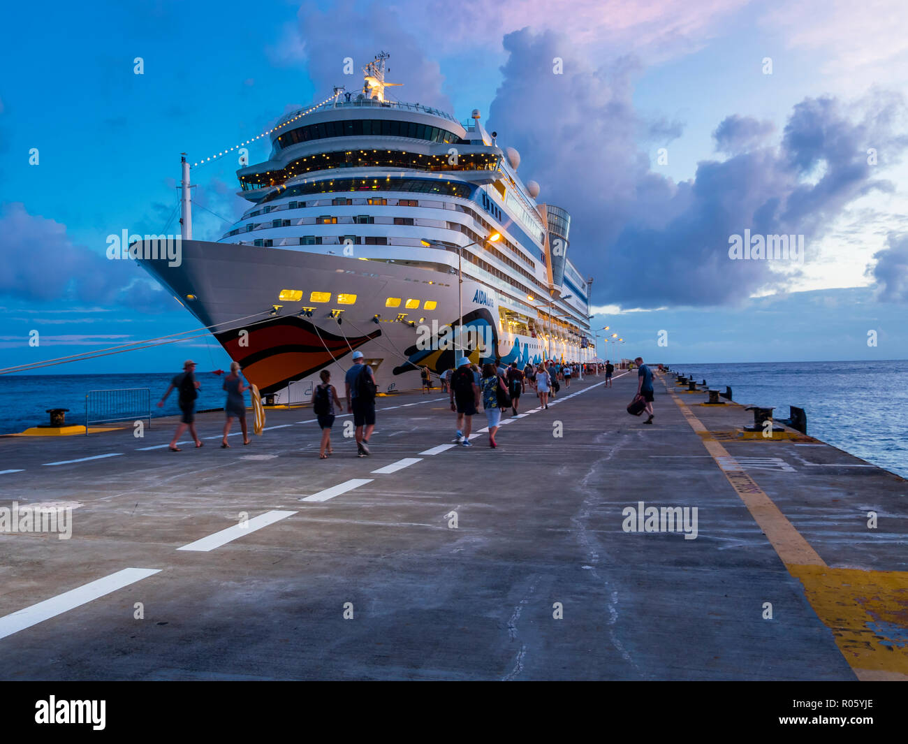Cruise ship at dusk, Philippsburg, Caribbean, Sint Maarten, Niederlande - Stock Image