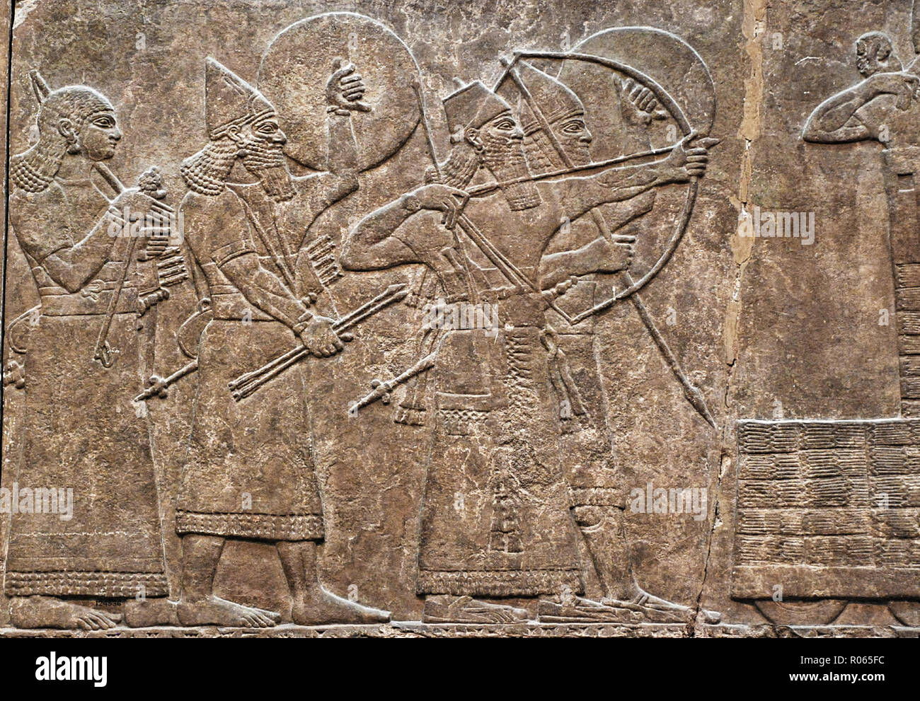 6376. Assyrian relief from King Ashurnasrirpal's pakace in Kalhu showing a battle scene, the King on the left is protected by a shield bearer, c. 860 BC. Stock Photo