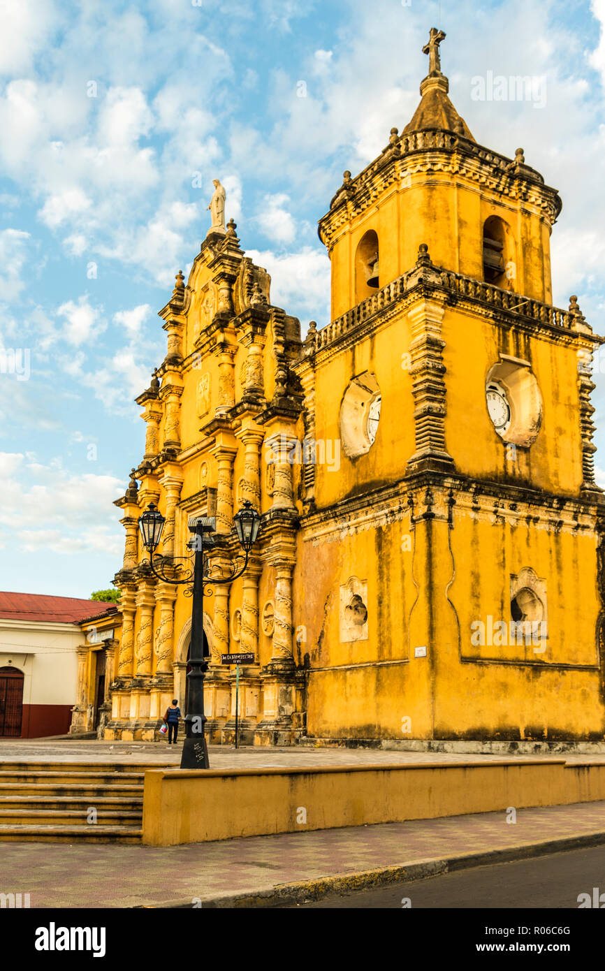 A view of the colourful baroque facade of the Church of the Recollection, Leon, Nicaragua, Central America - Stock Image