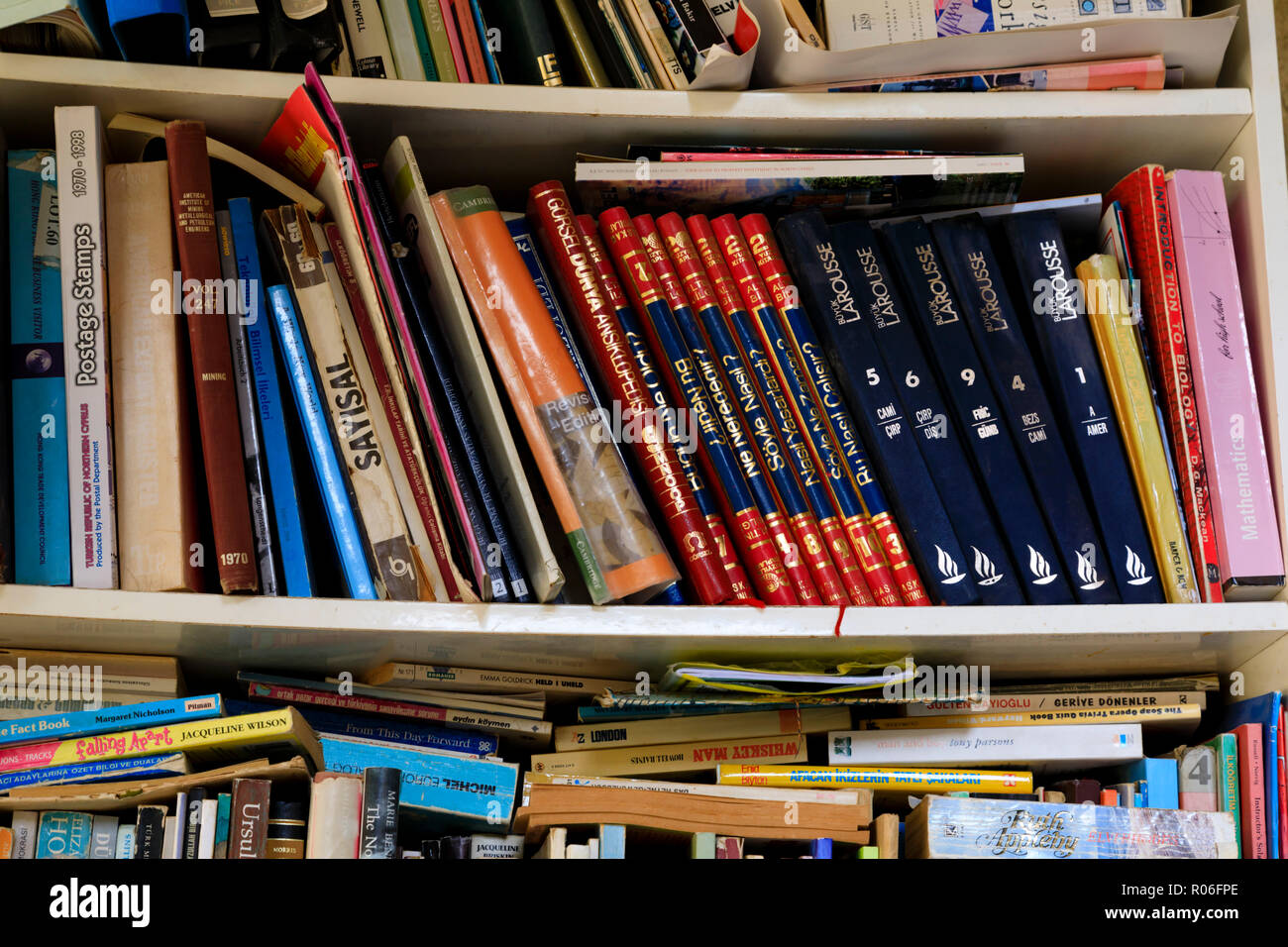 Secondhand books in Turkish and English for sale in the Buyuk Han, North Nicosia, Cyprus October 2018 - Stock Image