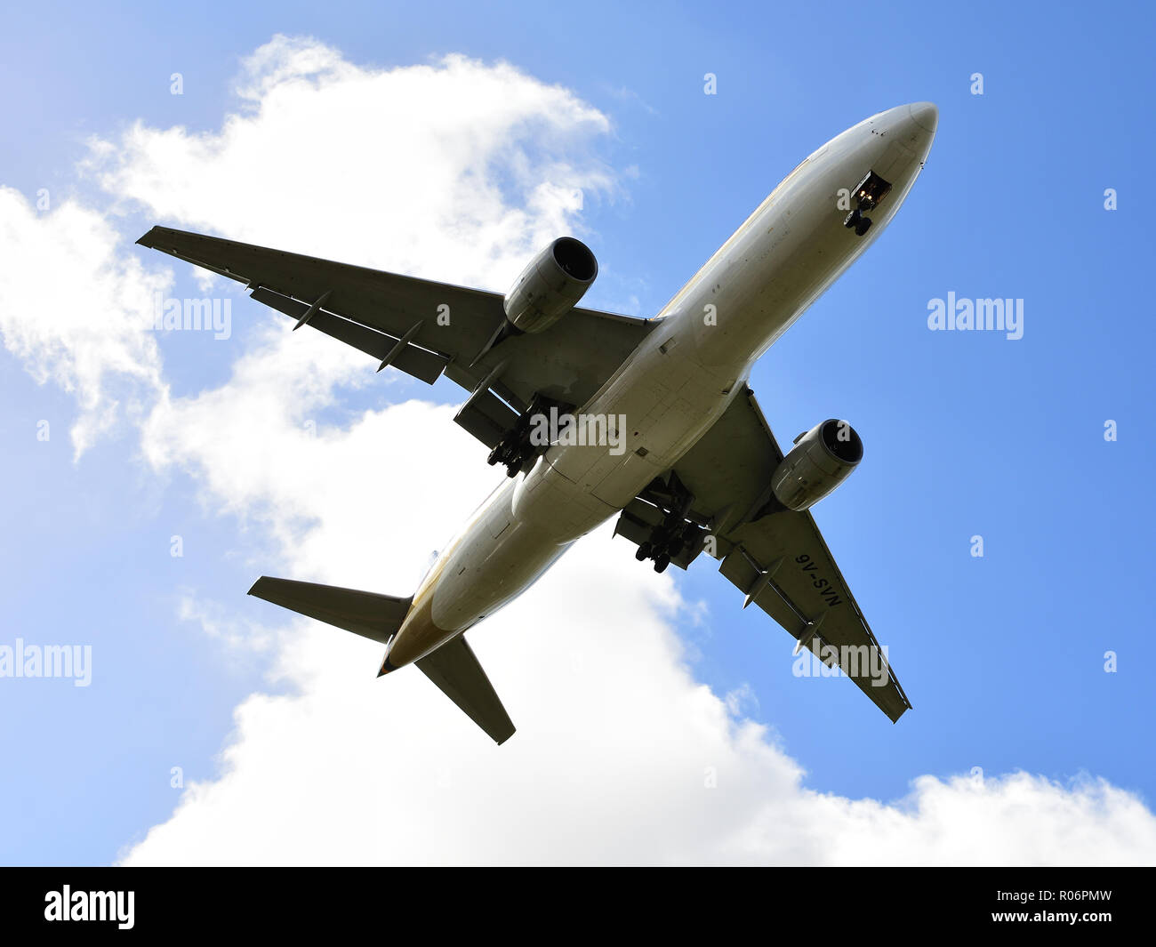 Singapore Airlines Boeing 777 on final approach for landing - Stock Image
