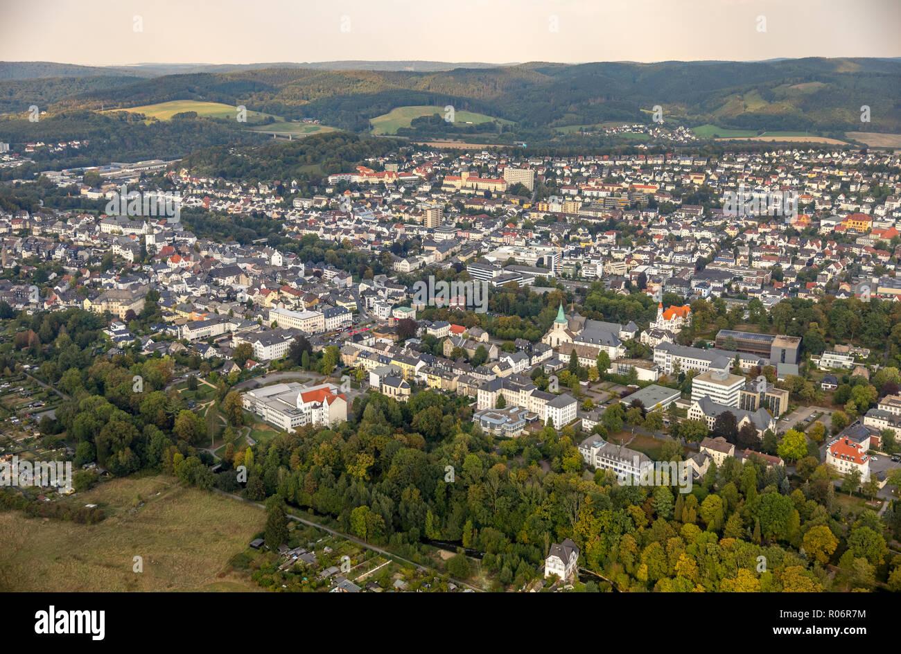 Luftaufnahme, Altstadt von Arnsberg mitNeuer Neumarkt, Arnsberg ,Sauerland, Nordrhein-Westfalen, Deutschland, Arnsberg, Sauerland, Europa, Luftbild, b - Stock Image