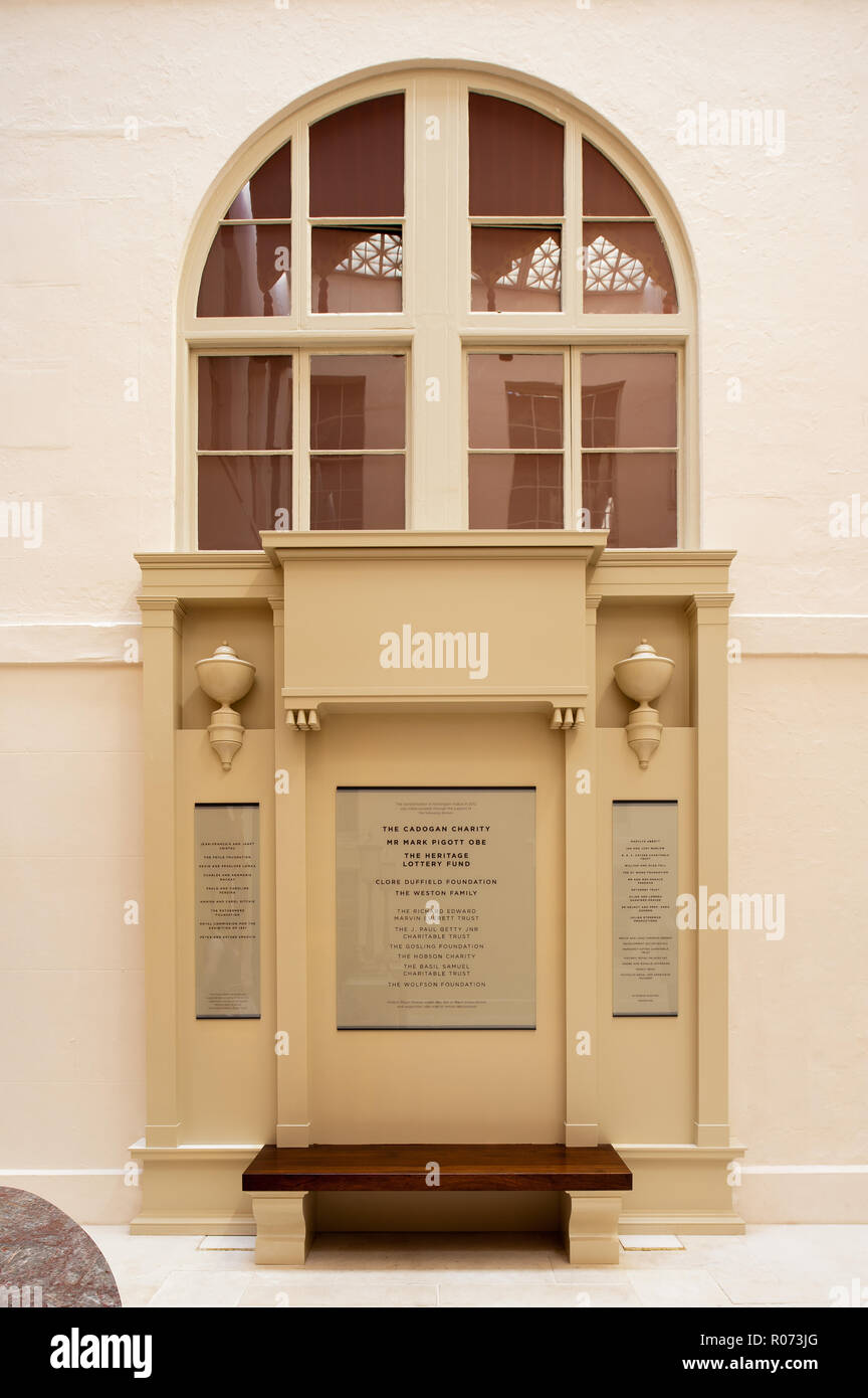 Plaque and sculpture in Kensington Palace - Stock Image