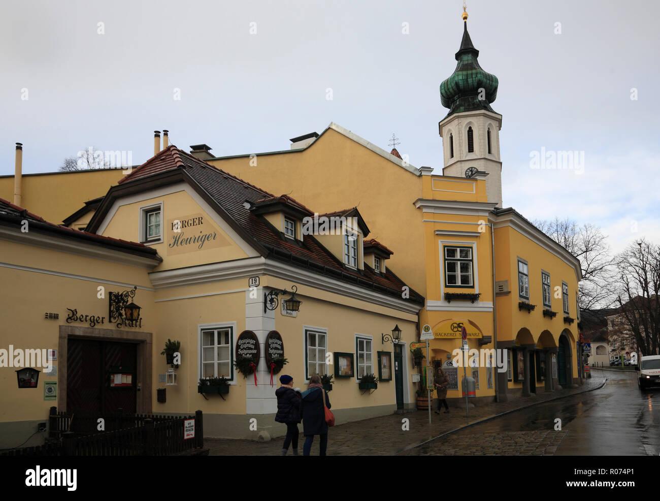 ÖSTERREICH, Wien, Grinzing, Himmelsstrasse mit Pfarrkirche - Stock Image