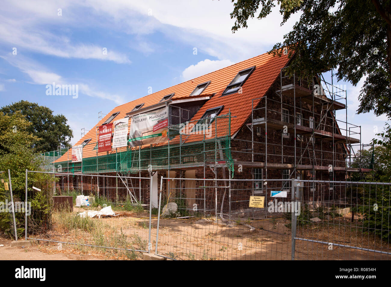 reconstruction of an old farmhouse to a residential house, Wesel, Germany.  Umbau eines alten Bauernhauses zu einem Wohnhaus, Wesel, Deutschland. - Stock Image