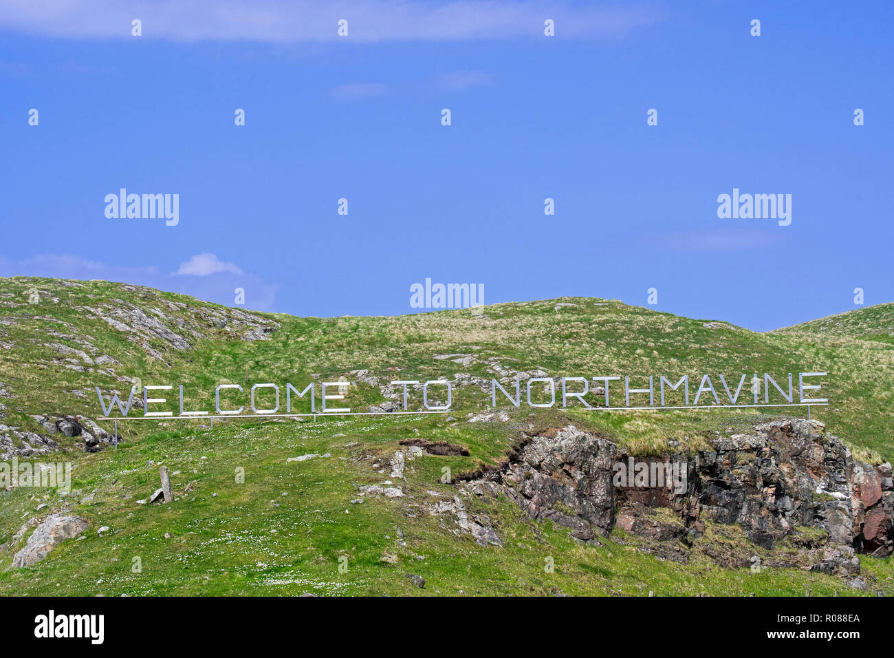 Huge letters of Welcome to Northmavine sign at Mavis Grind in Northmavine, Shetland Isles, Scotland, UK - Stock Image