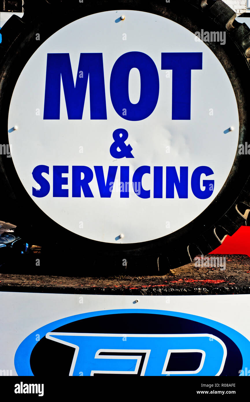 MOT and Servicing sign, Bellingham, Borough of Lewisham, London, England - Stock Image