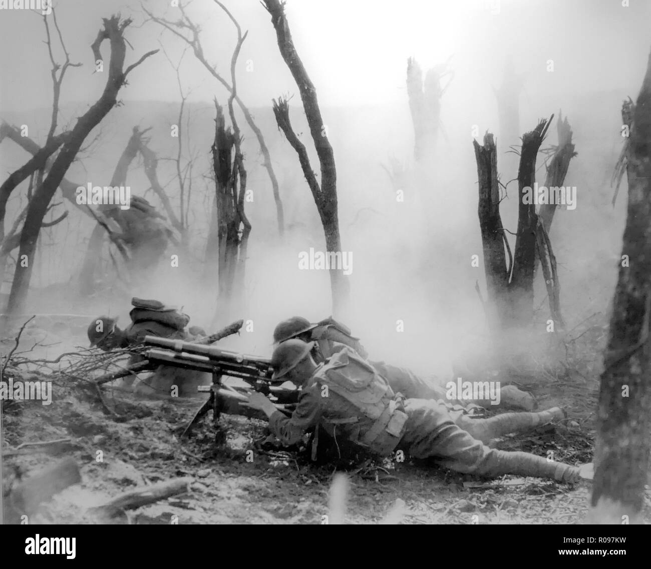 FIRST WORLD WAR Gun crew from the American Regimental Headquarters Company, 23rd Infantry, firing a tripod mounted M1916 37mm gun against German entrenched positions in Belleau Wood, France, 1918 - Stock Image